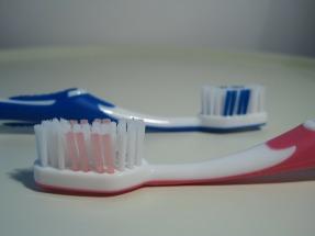 toothbrush-284110_1920