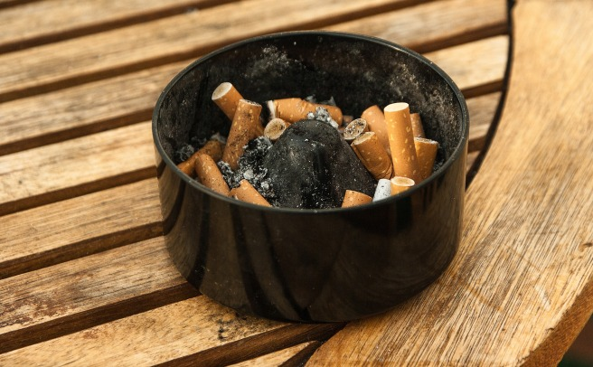 ashtray-1265455_1920