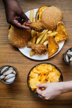 appetite-burger-cheeseburger-1484669.jpg